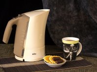 Почему чайник пахнет пластмассой и как с этим бороться.